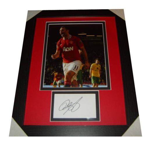 Ryan Giggs Man Utd Legend Signed & Framed Photo Mount